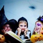 дети празднуют хеллоуин