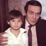 Эмин родился в городке Баку, Азербайджанская ССР