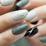 Модные дизайны ногтей в сером цвете. Фото новинки 2020 гель-лаком, френч, с блестками, втиркой, рисунком