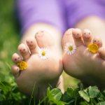Почему дети должны ходить босиком